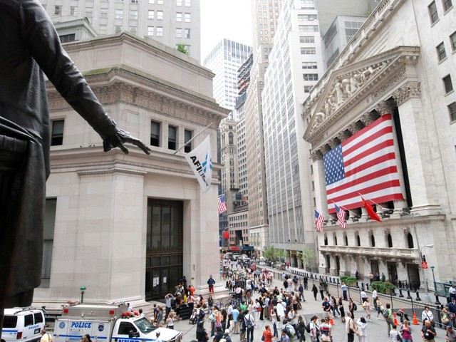 Wall Street in stand-by. Giù i chip con Broadcom