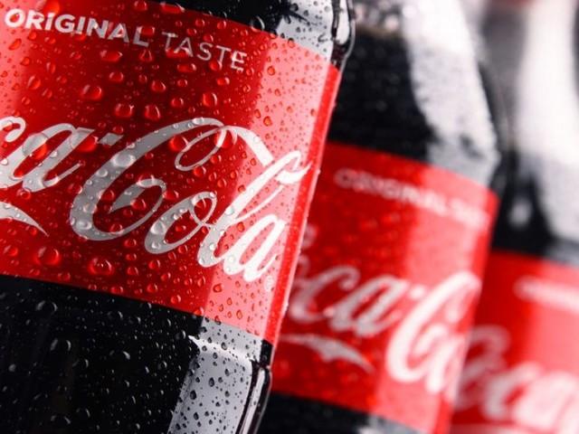 Coca Cola con filamenti di vetro otto lotti di bottigliette ritirate dal mercato in Italia e Austria
