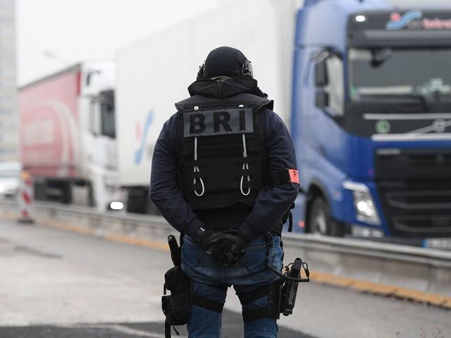 Francia, arrestato l'uomo barricato nel Museo Archeologico. Scritte in arabo sulla facciata