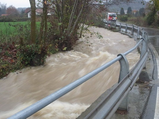 Maltempo Italia, esonda il torrente. Le immagini preoccupanti