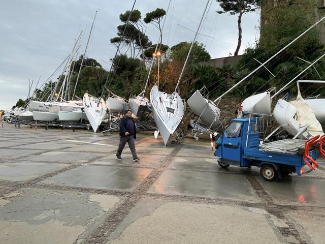 Tromba d'aria a Santa Marinella: danni ingenti ad oltre 40 barche