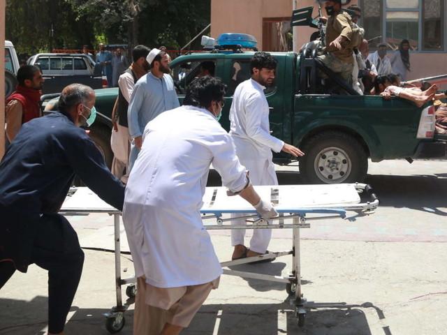 Afghanistan, autobomba Kabul: strage davanti scuola femminile, bilancio oltre 50 morti
