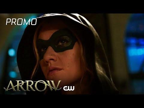 Il finale di Arrow 8 regala il ritorno di Emily Bett Rickards (e non solo): nuovi colpi di scena al funerale di Oliver?