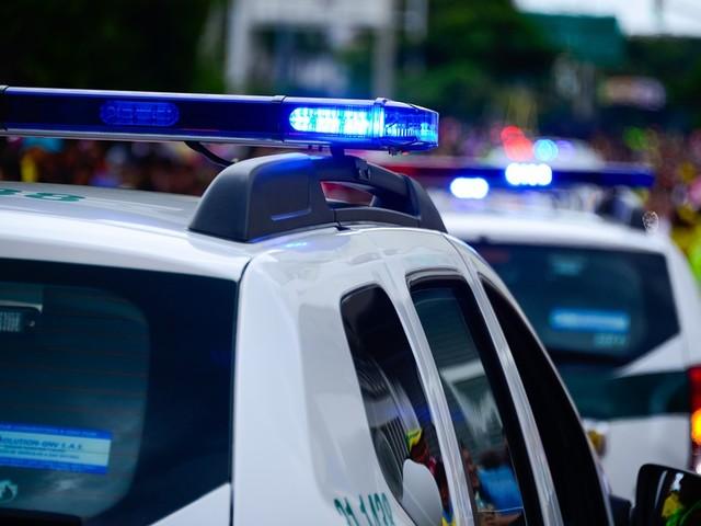 Genova, poliziotto lo salva dal suicidio e lui lo accoltella
