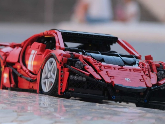 Il modellino Lego più veloce del mondo ha 10 motori elettrici