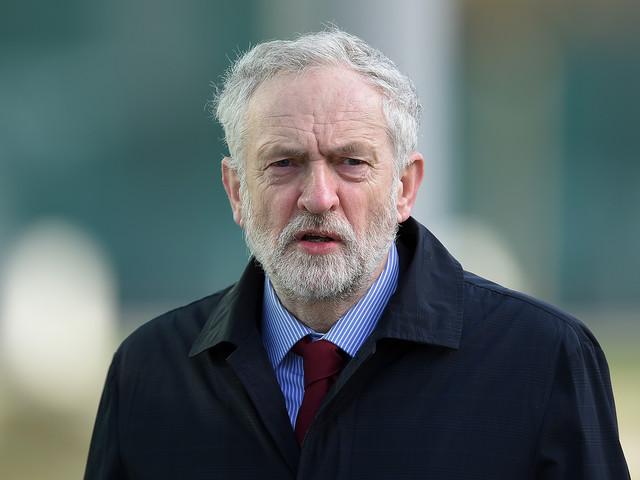 Il piano dell'Ue per la Brexit: asse con Corbyn per far fuori la May