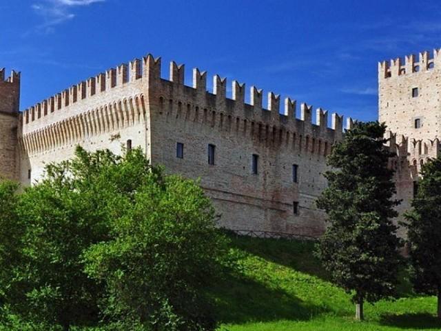 Nuovi percorsi cicloturistici a Tolentino: due piste ciclabili che si collegano con il Castello della Rancia