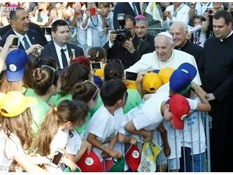 Papa: Don Mazzolari ci esorta a essere Chiesa dei poveri, in cerca dei lontani