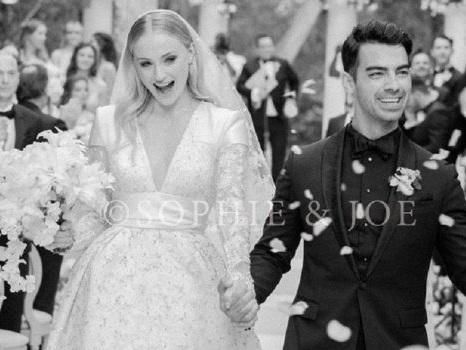 L'abito da sposa di Sophie Turner conquista i fan: le nuove foto dal matrimonio bis con Joe Jonas