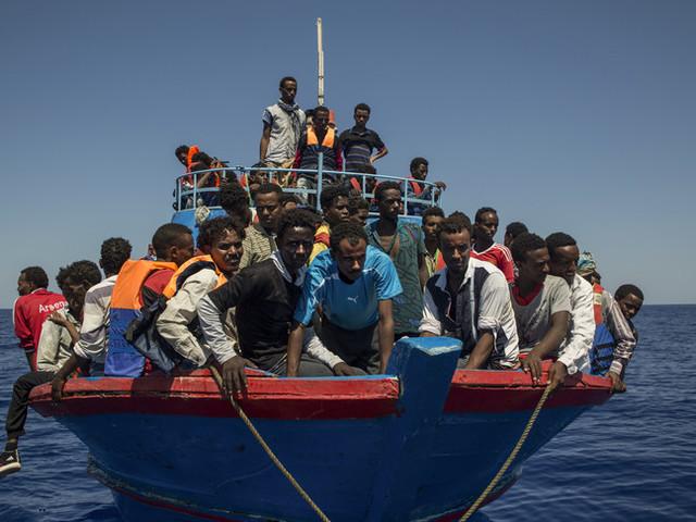A Lampedusa hotspot strapieno. Al via i trasferimenti