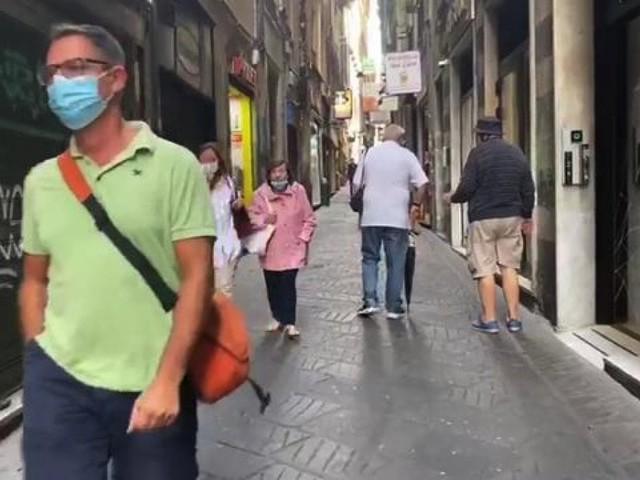 Campania, mascherine obbligatorie all'aperto fino al 4 ottobre