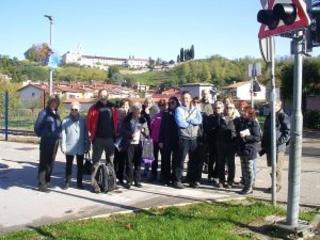 Passeggiata transfrontaliera lungo il confine tra Gorizia (Italia) e Nova Gorica (Slovenia)