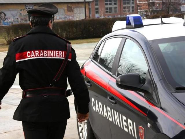 Tunisino fugge contromano con la droga, poi pesta i carabinieri