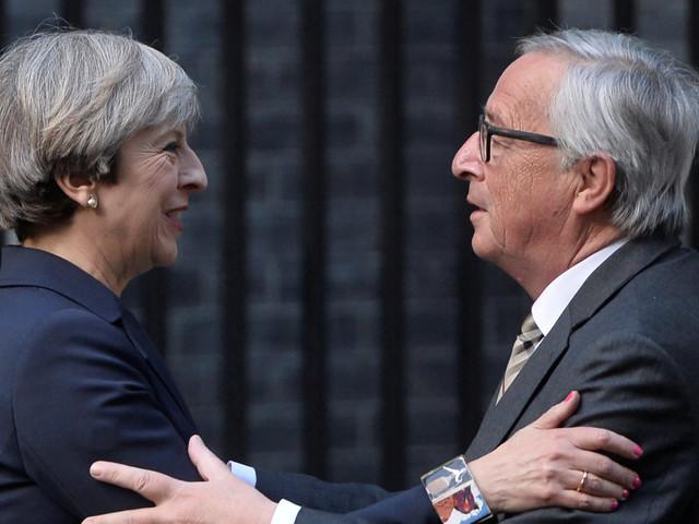"""Cambio di toni sulla Brexit. Theresa May e Jean-Claude Juncker parlano di negoziati """"positivi"""" e di """"progressi"""""""