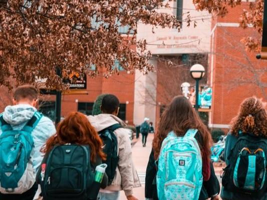 ATA, sorveglianza alunni è uno dei compiti principali del collaboratore scolastico