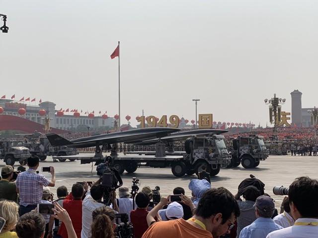 Cina, i sistemi d'arma svelati per i 70 anni della Repubblica popolare