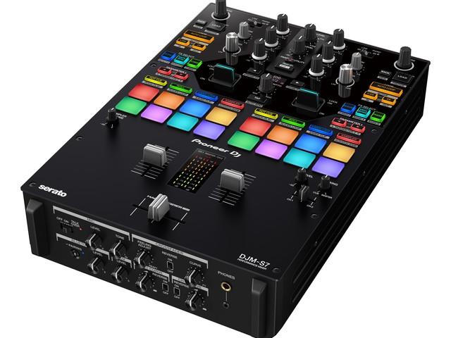 Pioneer Dj lancia il DJM-S7: il battle mixer funambolico (e con il Bluetooth)
