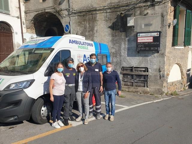 Montalto Carpasio: ieri nel piccolo centro della Valle Argentina il 'Camper Vaccinale' della Asl 1 Imperiese (Foto)
