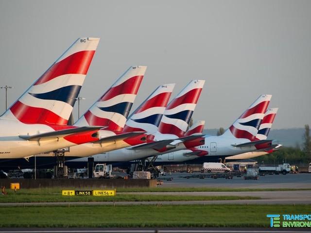 Nel Regno Unito aerei e camion a emissioni zero entro il 2040. Gli ambientalisti: una favola di Boris Johnson