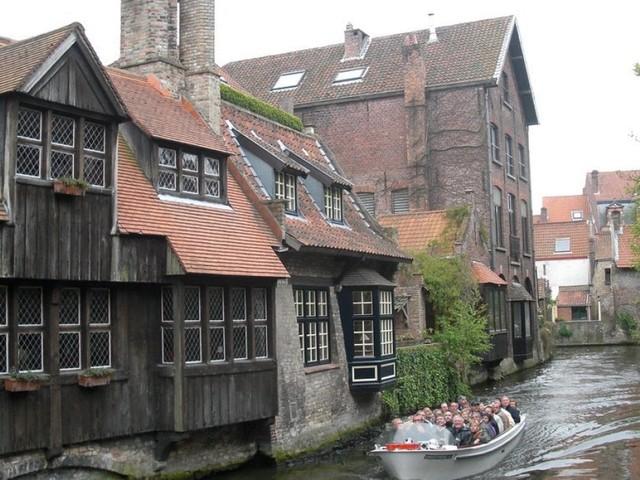 Bruges, se la Venezia del Nord riduce le navi da crociera