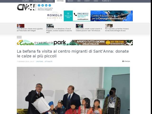La befana fa visita al centro migranti di Sant'Anna: donate le calze ai più piccoli