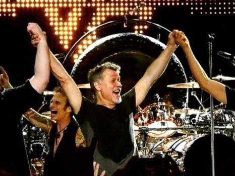 Il tumore di Eddie Van Halen non è stato causato dai plettri di metallo, la smentita di un medico