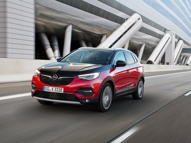 E' già possibile in Italia ordinare la Opel Grandland X HYbrid4 AWD