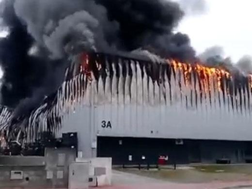 VIDEO: Spaventoso incendio nello stabilimento di caschi NEXX