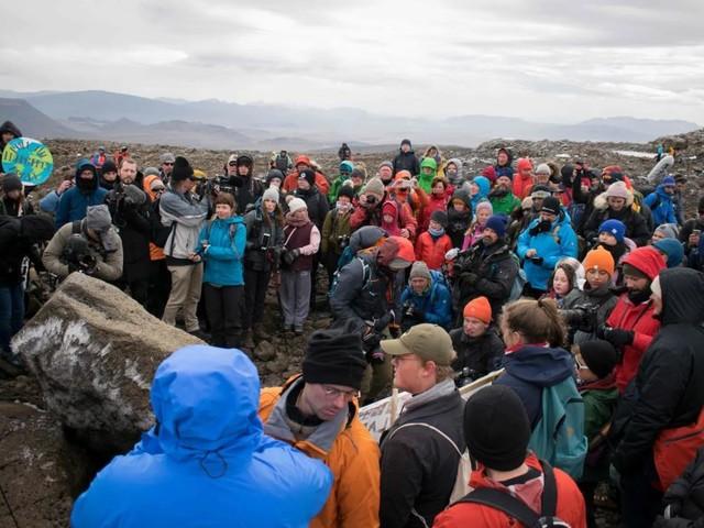 L'Islanda fa il funerale al suo primo ghiacciaio scomparso per riscaldamento globale
