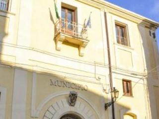 Elezioni a Tropea, aggressione al candidato sindaco Avversario lo minaccia con un'ascia: indagini