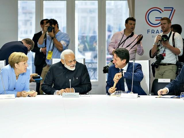 G7: Amazzonia, nucleare iraniano, tasse ai giganti del web, guerra dei dazi. L'ultima giornata del summit, tra accordi e tensioni