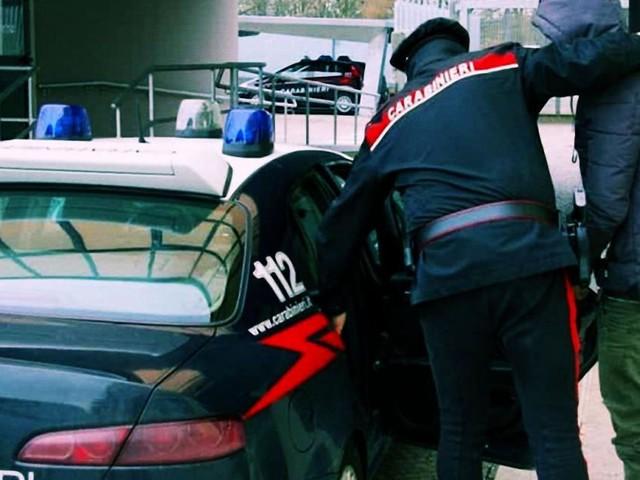 Sardegna: pugni e calci alla compagna, 35enne in manette