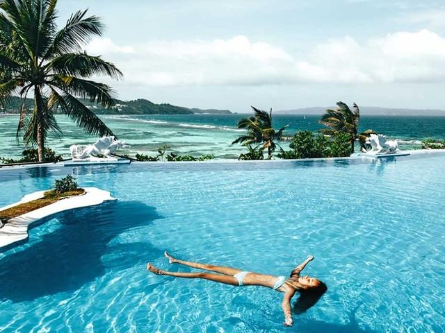Puoi trascorrere l'estate testando piscine di hotel di lusso, e essere pagato