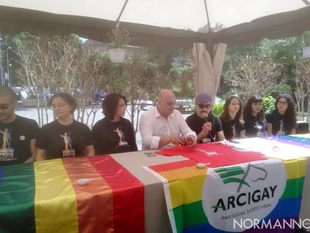 Messina si tinge dei colori dell'arcobaleno: tutto pronto per lo Stretto Pride