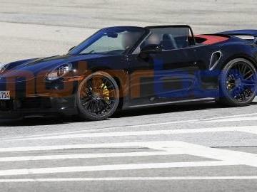 Porsche 911 Turbo Cabrio 2020: le prime foto spia