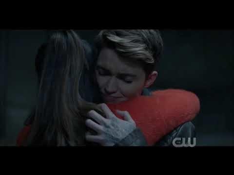 Batwoman torna in tv tra le conseguenze del crossover e il coming out di Kate Kane (video)