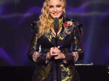 Madonna in studio con un coro di bambini per il suo prossimo album