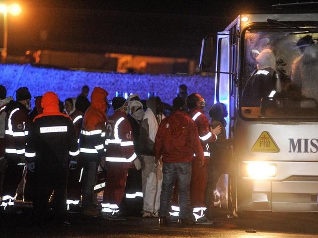 Nuovo sbarco di migranti in Sicilia: 50 tunisini giungono a Lampedusa