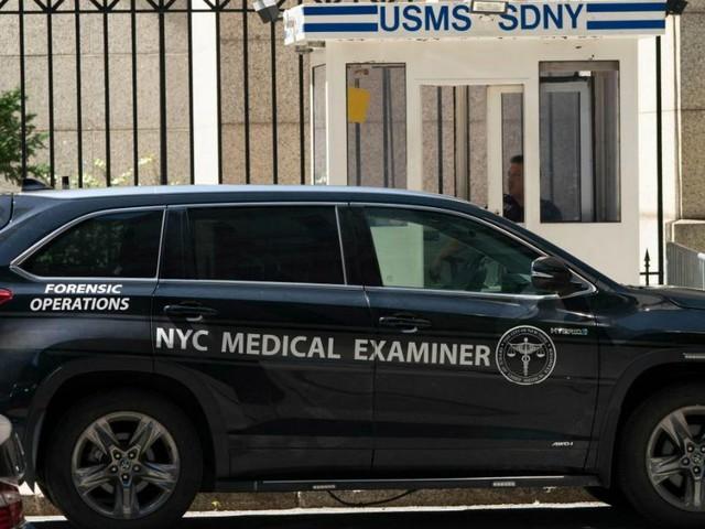 """Suicidio Epstein, tre inchieste. Il sindaco di New York: """"Quanti coinvolti con lui?'"""""""