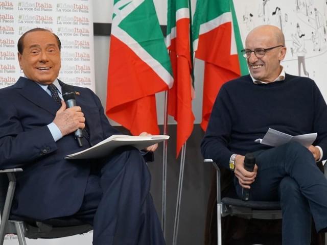 """Berlusconi: """"In piazza contro la sinistra che vuole tasse e manette"""""""