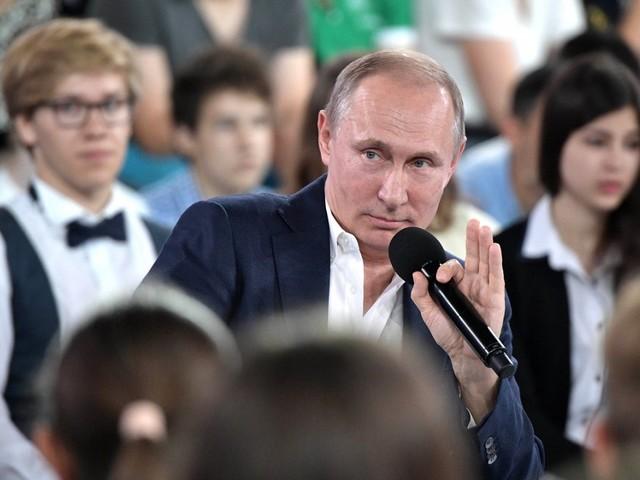 """5 cose che sappiamo su Putin dopo il """"colloquio con i bambini"""""""