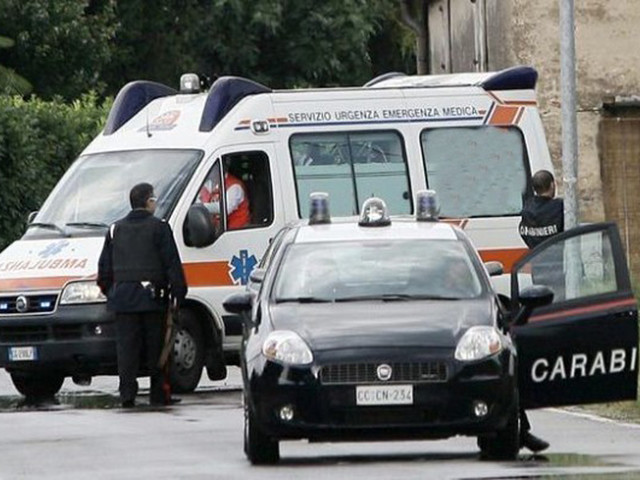 Fossano, crolla cavalcavia su auto dei carabinieri: «Siamo miracolati»