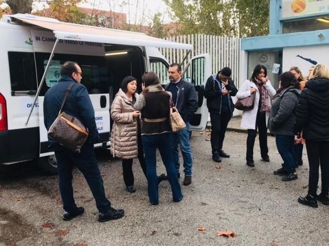 Roma, un centro servizi mobile in cammino nelle periferie