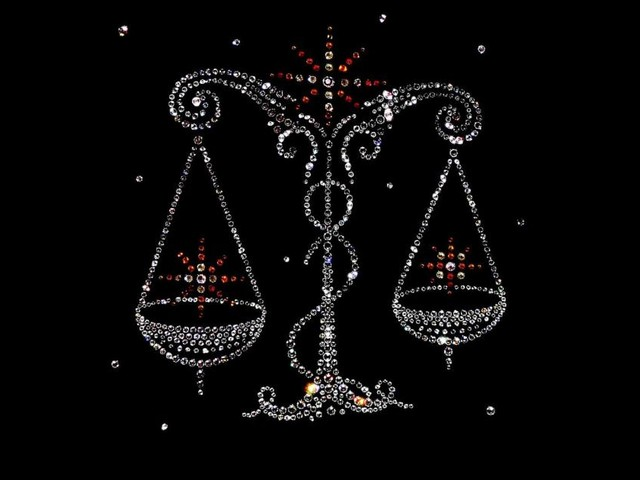 Oroscopo del giorno 1 dicembre con classifica: Luna in Bilancia, sabato ok per Capricorno
