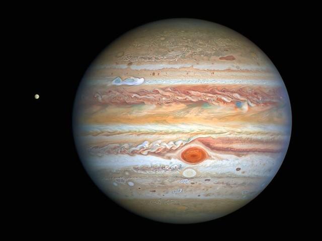 Hubble mostra che i venti nella Grande Macchia Rossa di Giove stanno accelerando