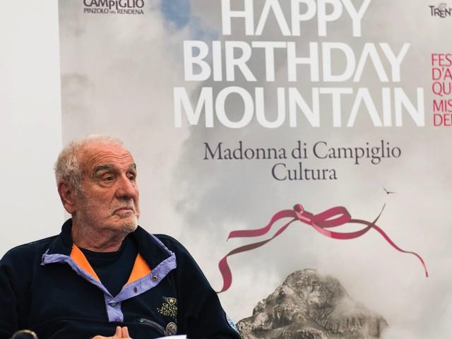 Il grande Cesare Maestri tra imprese e saggezza: oggi la festa per i 90 anni