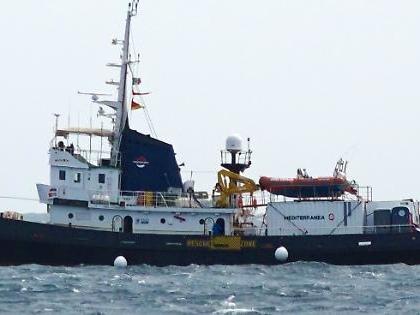 La ong Mare Jonio in porto a Marsala, blitz della Guardia Costiera: le gravi accuse contro i militari
