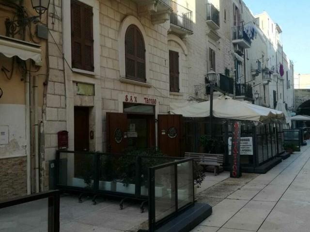 A Bari la protesta dei ristoratori contro la zona arancione: bloccata la statale 100, delegazione ricevuta in Regione