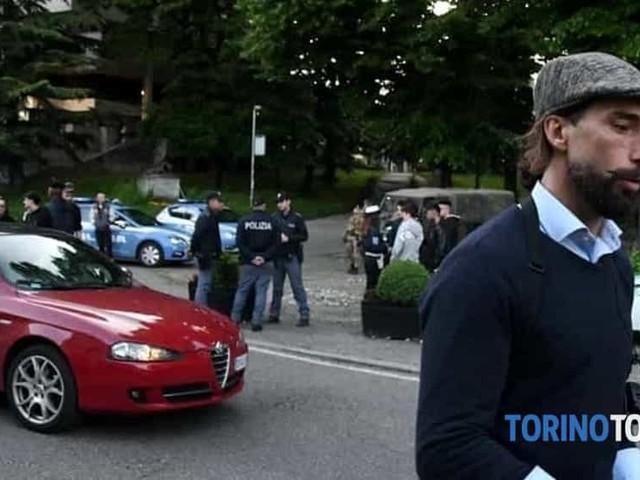 Si fa un selfie con Brumotti, ma i poliziotti lo riconoscono: arrestato latitante