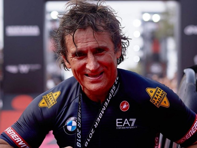 Condizioni Zanardi, il dottor Costa: 'Ho visto miglioramenti, dà risposte agli stimoli'